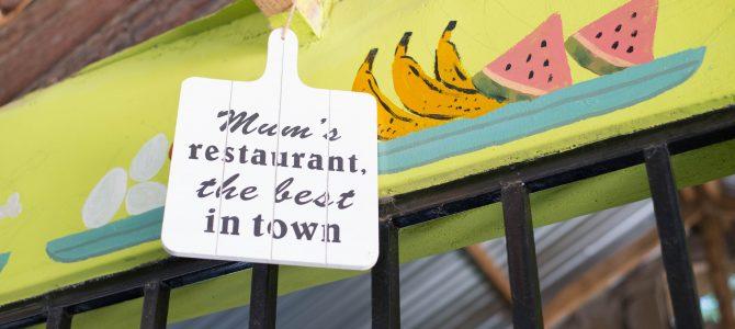 Kleurrijk restaurant en winkel